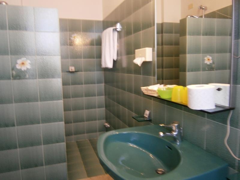 Terme e relax con soggiorno presso hotel chiara sirmione for Bagni lago prezzi